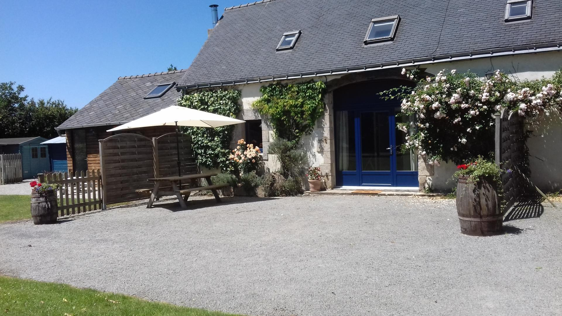 2 Bedroom Cottage/shared facilities in Brittany, France