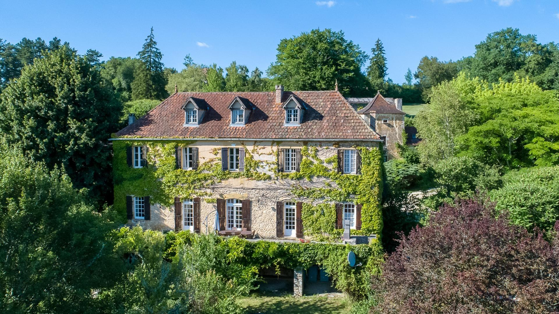 6 Bedroom Manor in Aquitaine, France