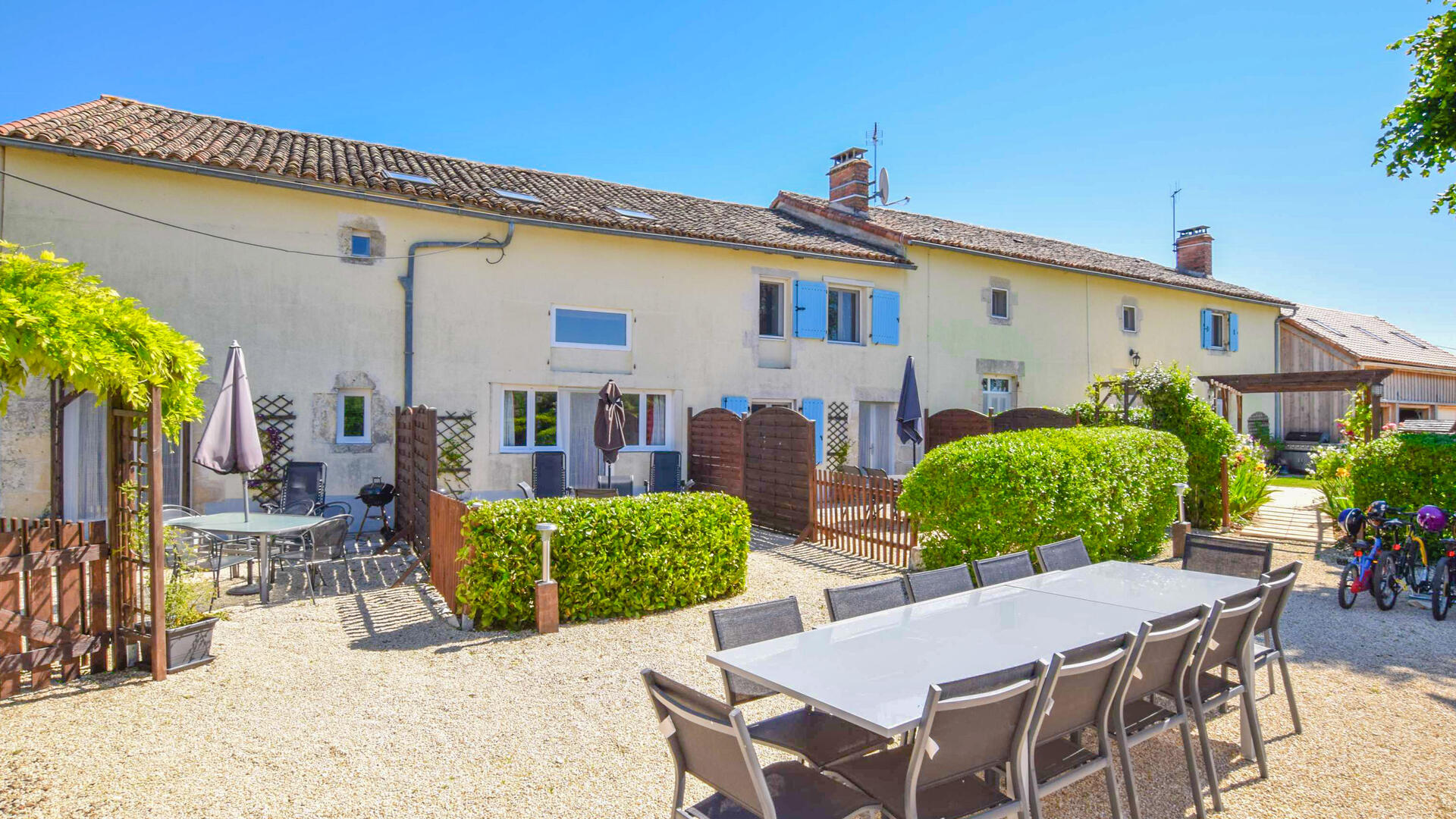 2 Bedroom Cottage/shared grounds in Poitou-Charentes, France