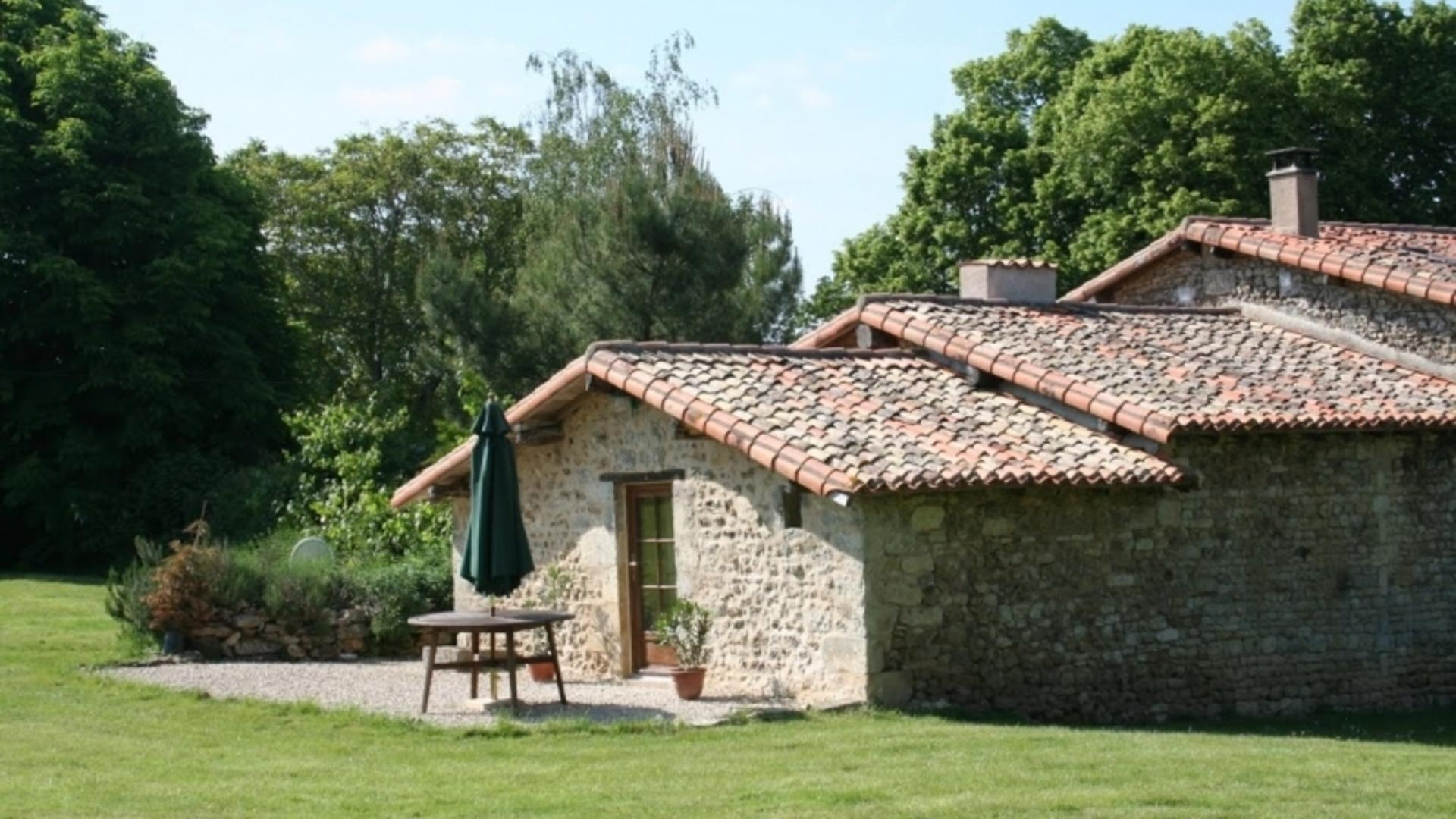 1 bedroom baby friendly bolthole, Poitou Charente XSTP
