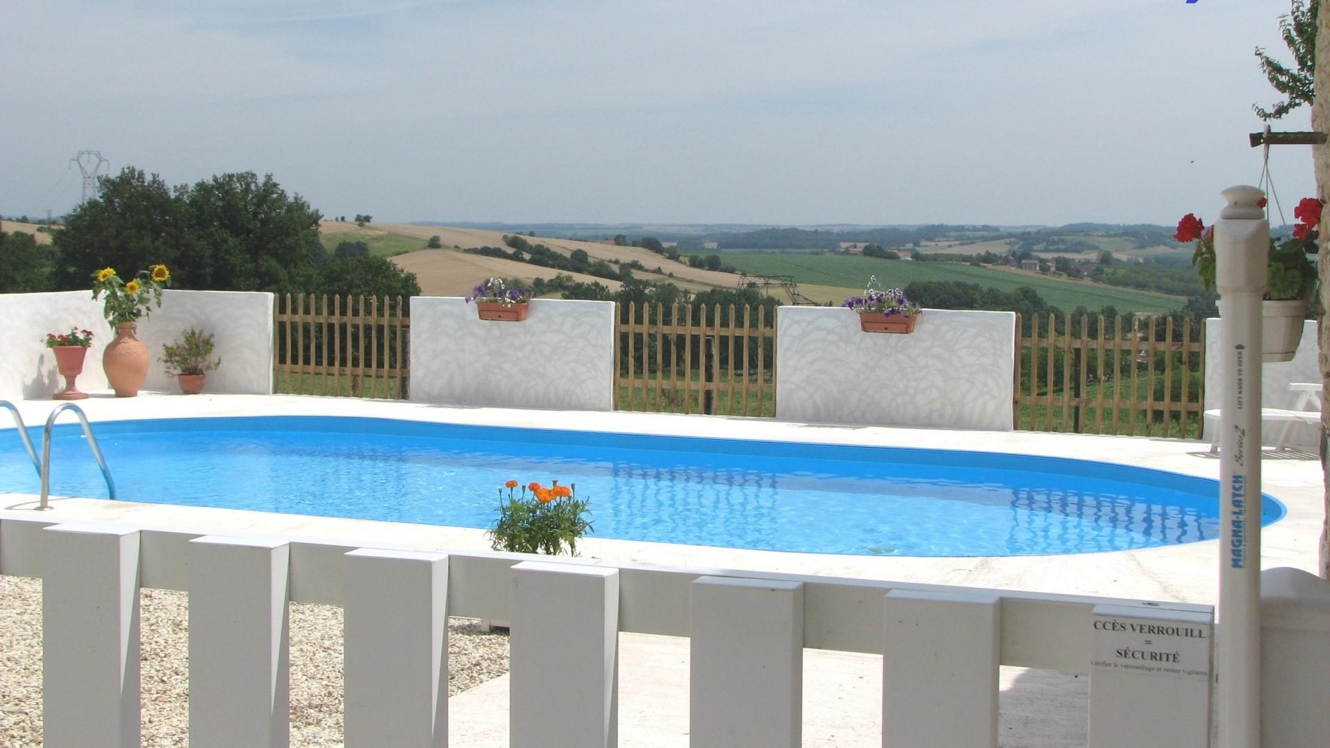 Cottage in the Charente with pony rides, pool and play equipment - ICC