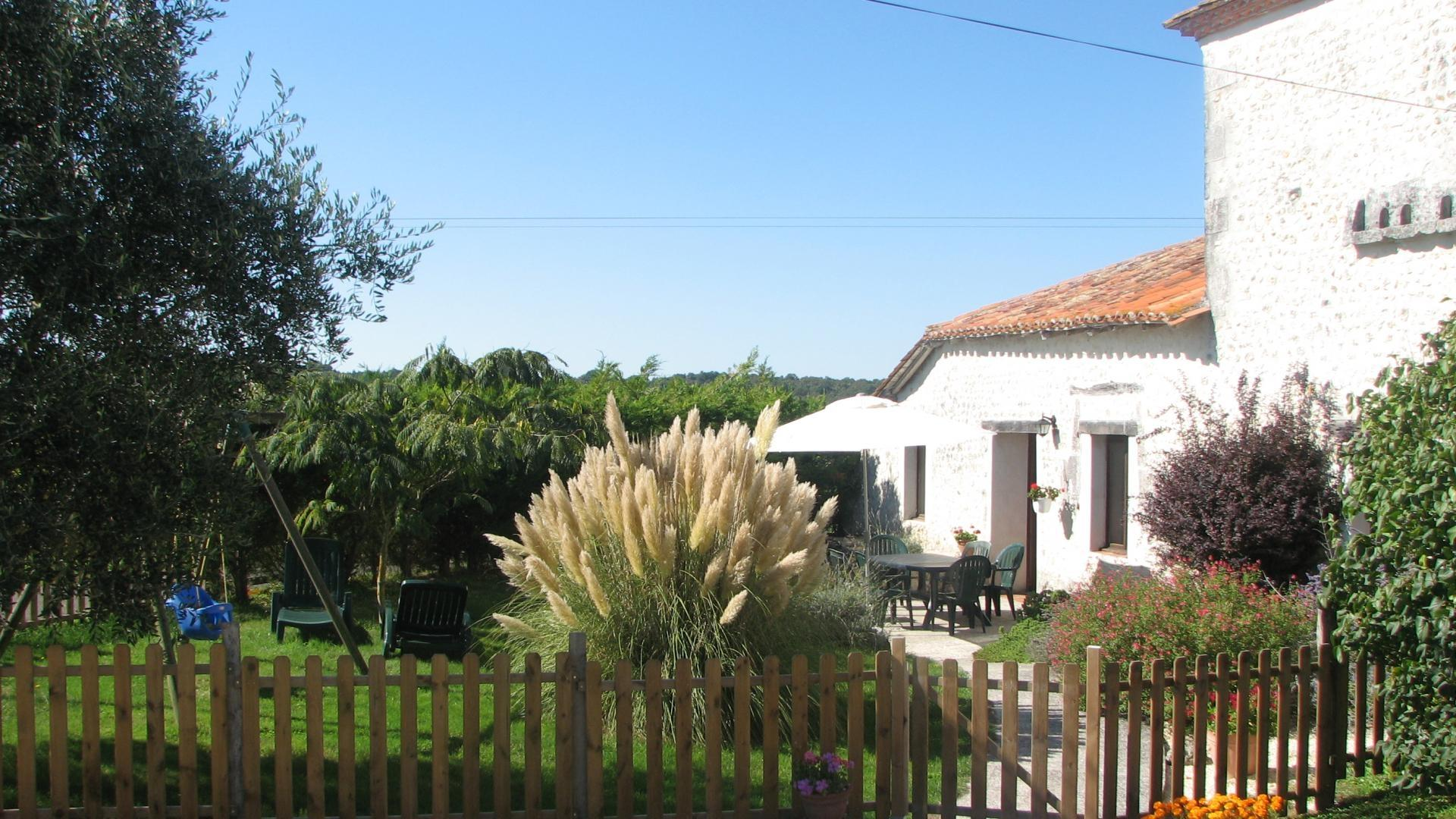 Cottage with heated pool and children's play equipment, Charente - ICP