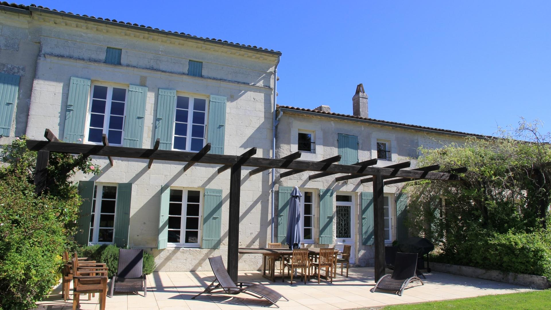 5 Bedroom Cottage/shared facilities in Poitou-Charentes, France