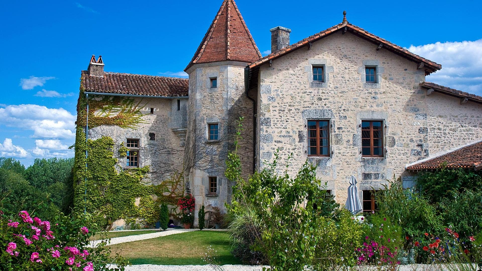 2 bedroom baby friendly holiday cottage in the Charente France - DNJR
