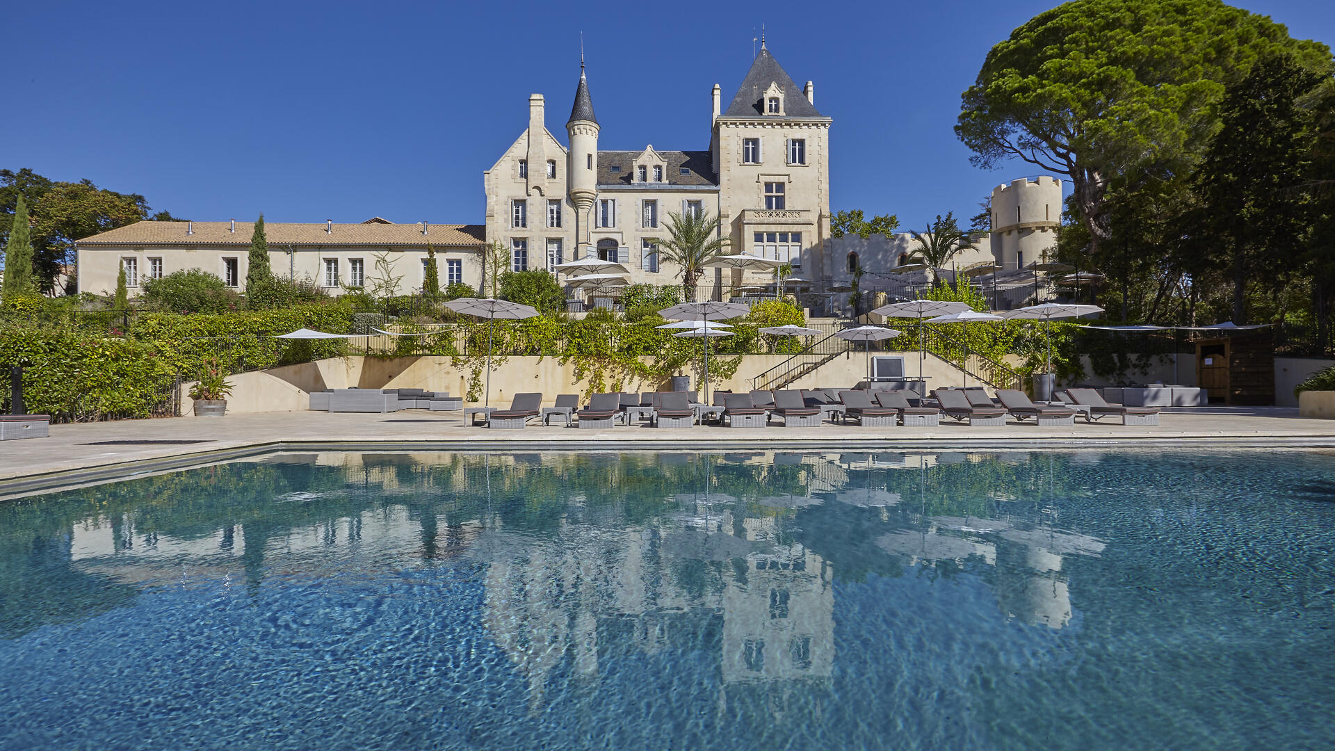 Chateau les Carrasses, baby friendly holiday apartment