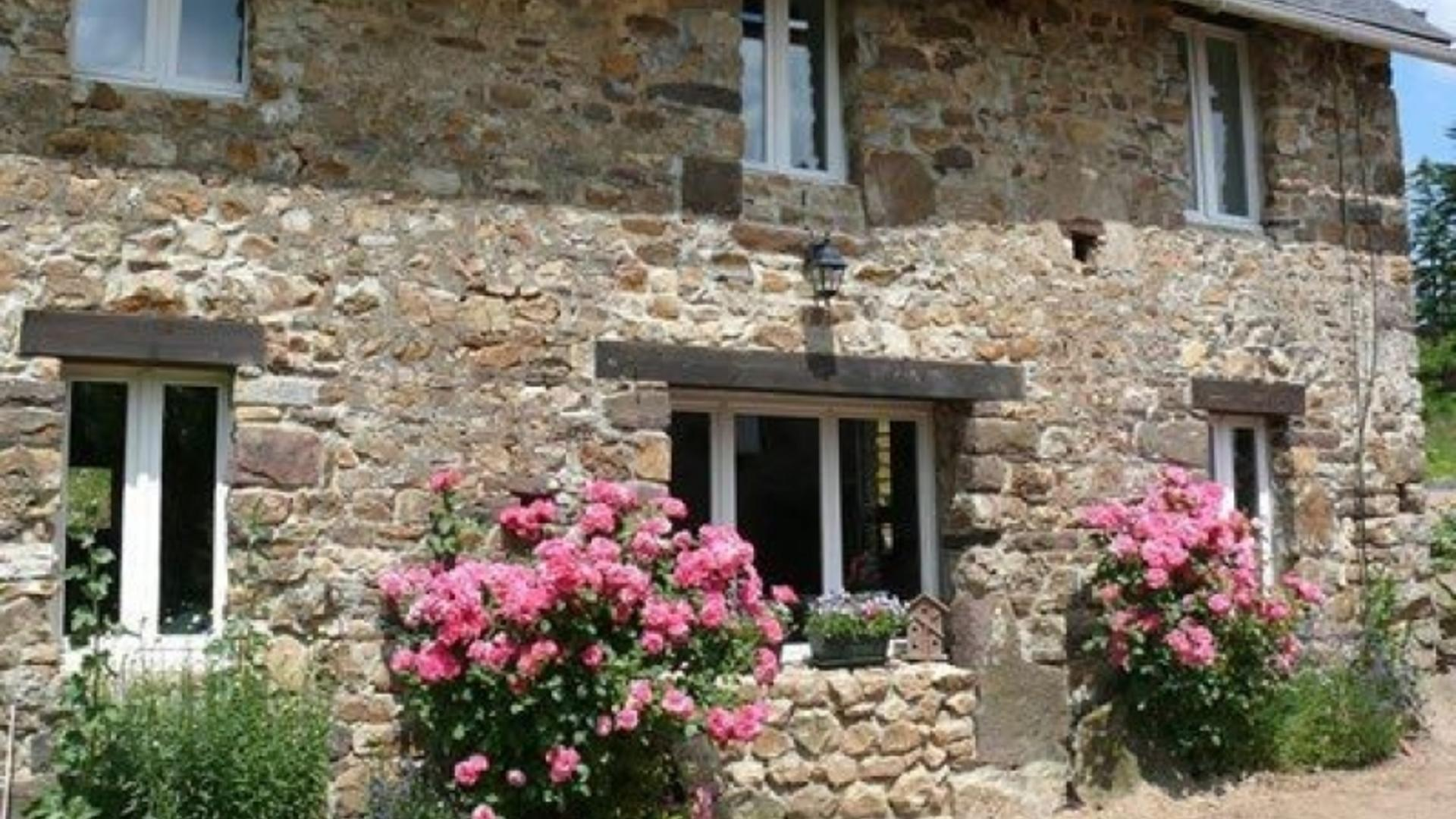 3 Bedroom Private cottage/shared grounds in Normandy, France