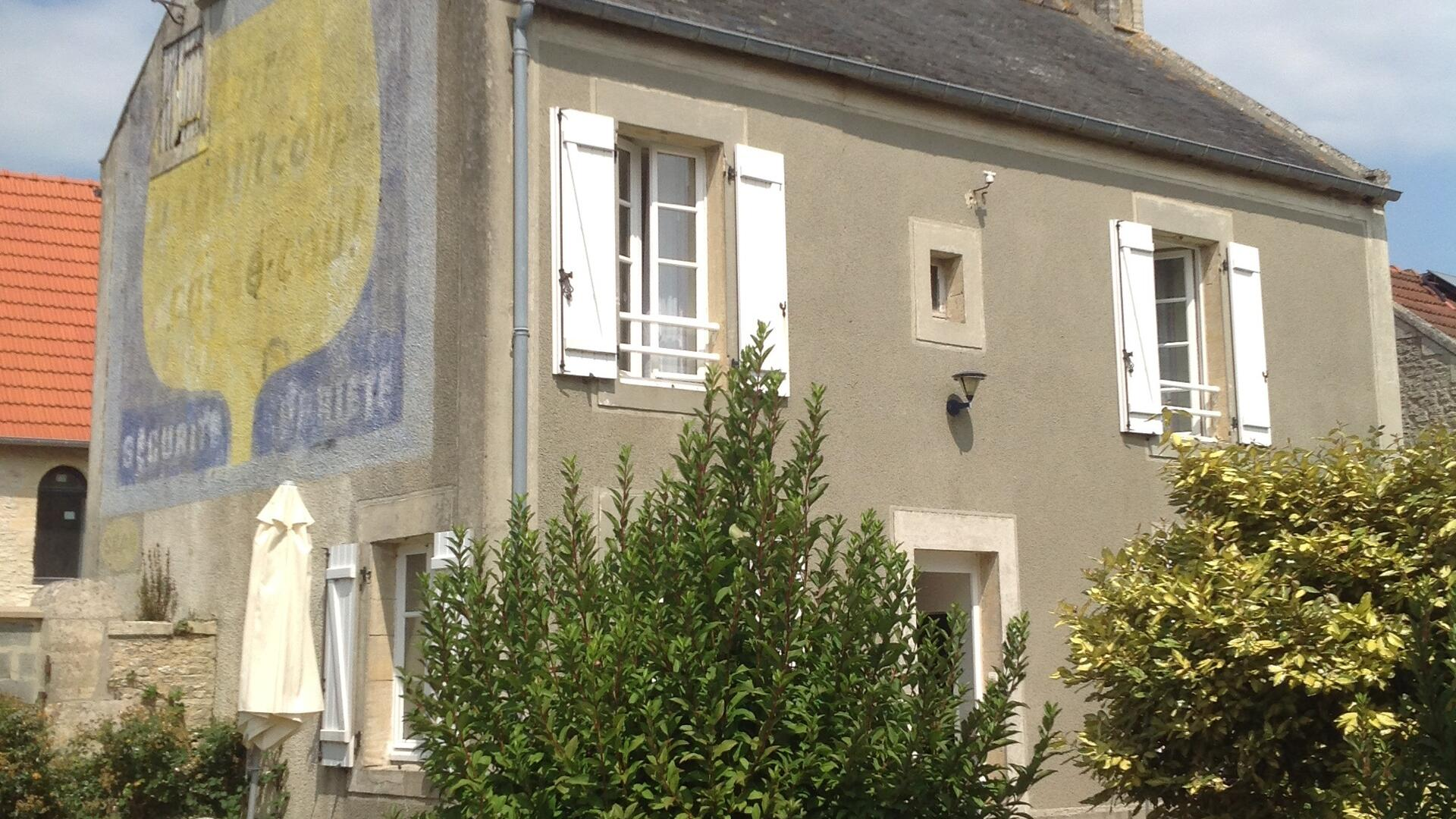 child friendly holiday cottage in Normandy walk to beach - SC1