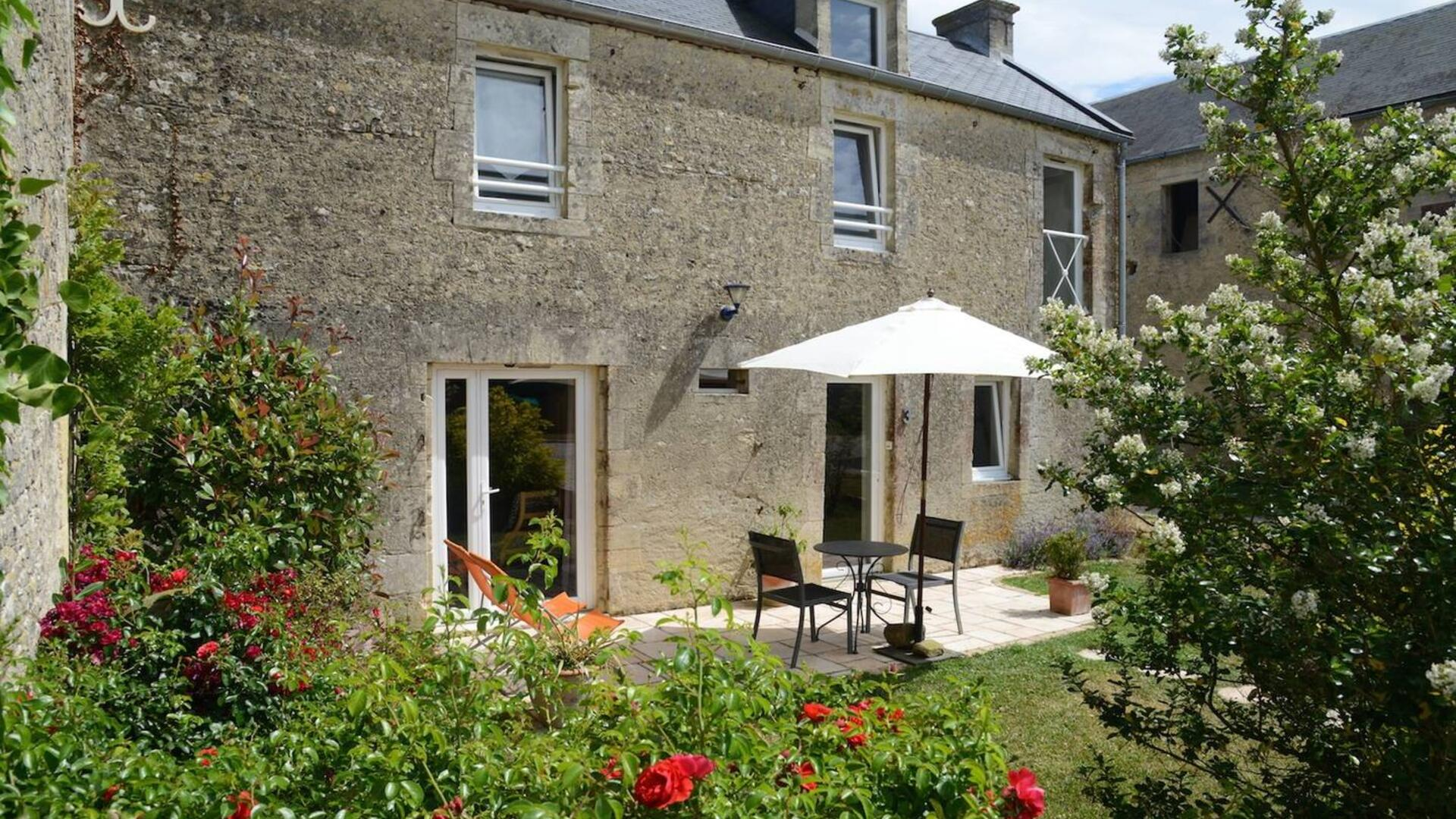 2 Bedroom Cottage/shared facilities in Normandy, France