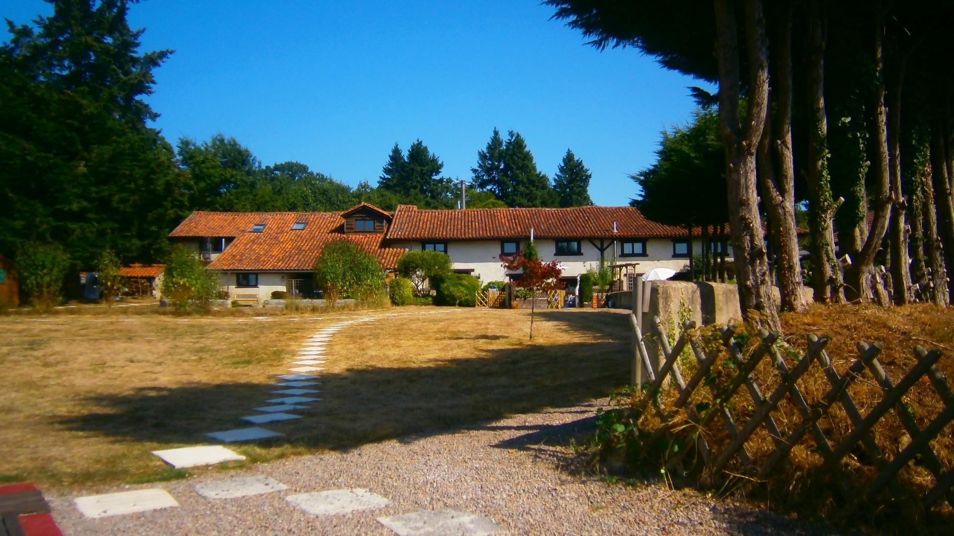 3 Bedroom Cottage/shared facilities in Poitou-Charentes, France