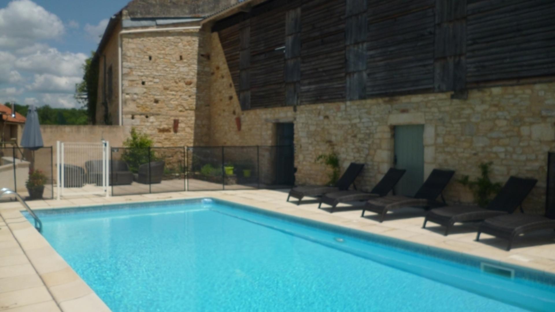 3 bedroom toddler friendly cottage, Lherm, France - LMMS