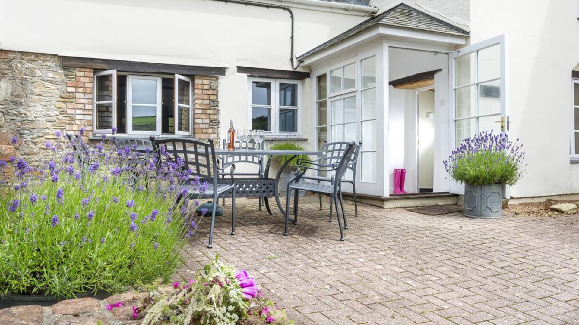 3 Bedroom Cottage/shared facilities in Devon, United Kingdom