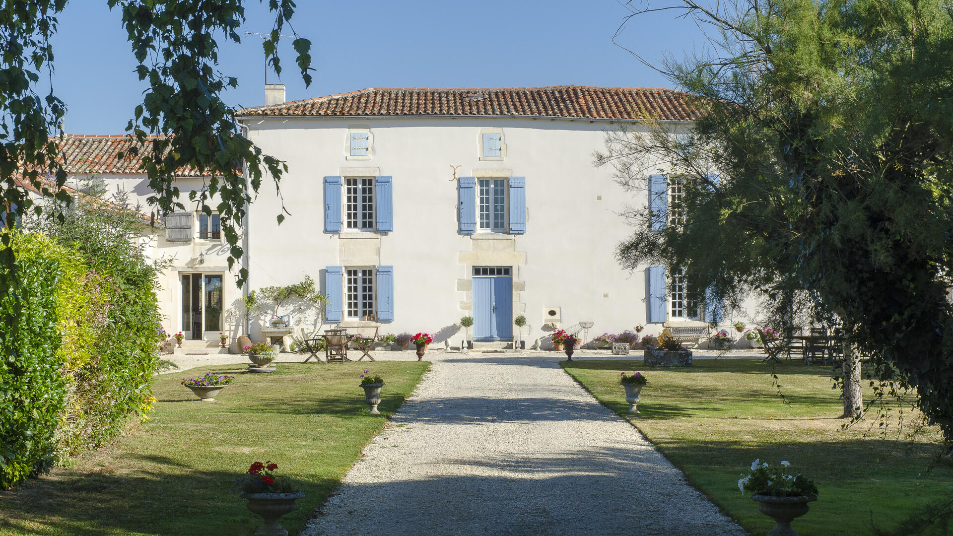 Gites and Antiques, child-friendly holiday cottages France