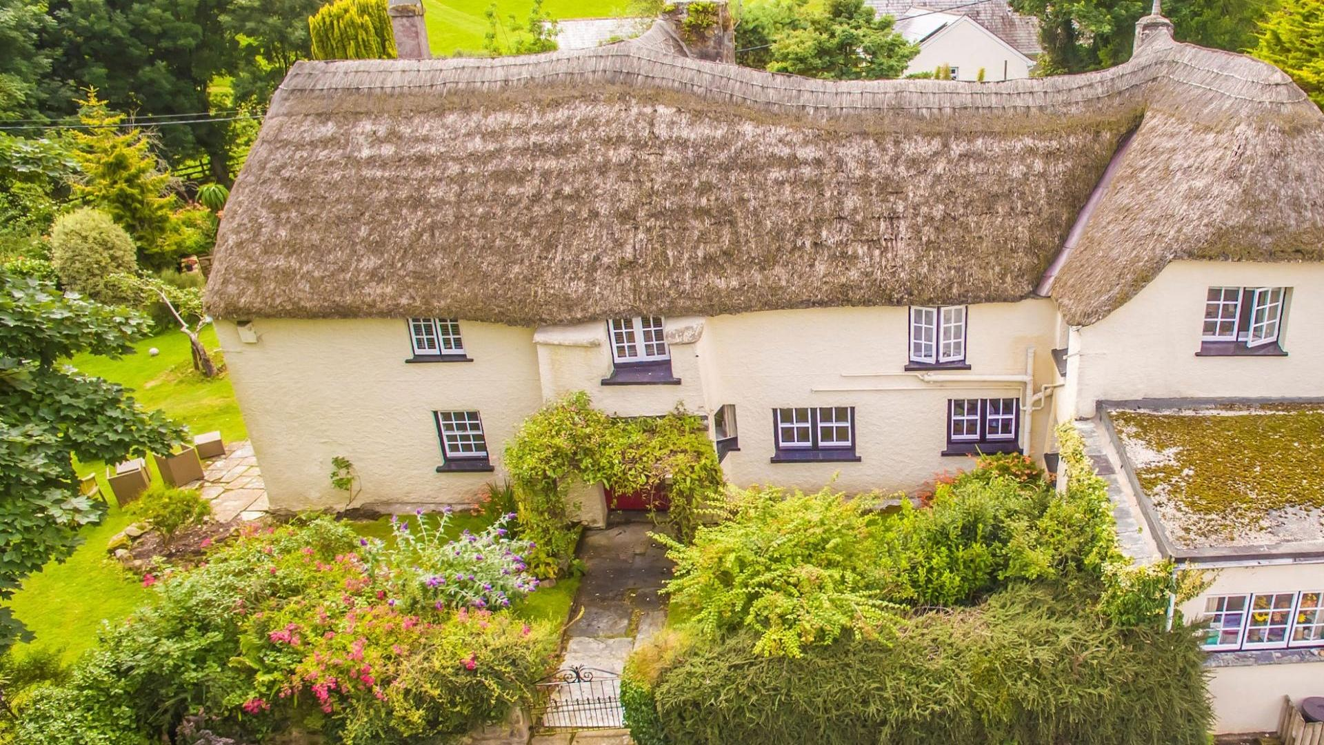 6 bedroom child-friendly farmhouse in cornwall - PSFH