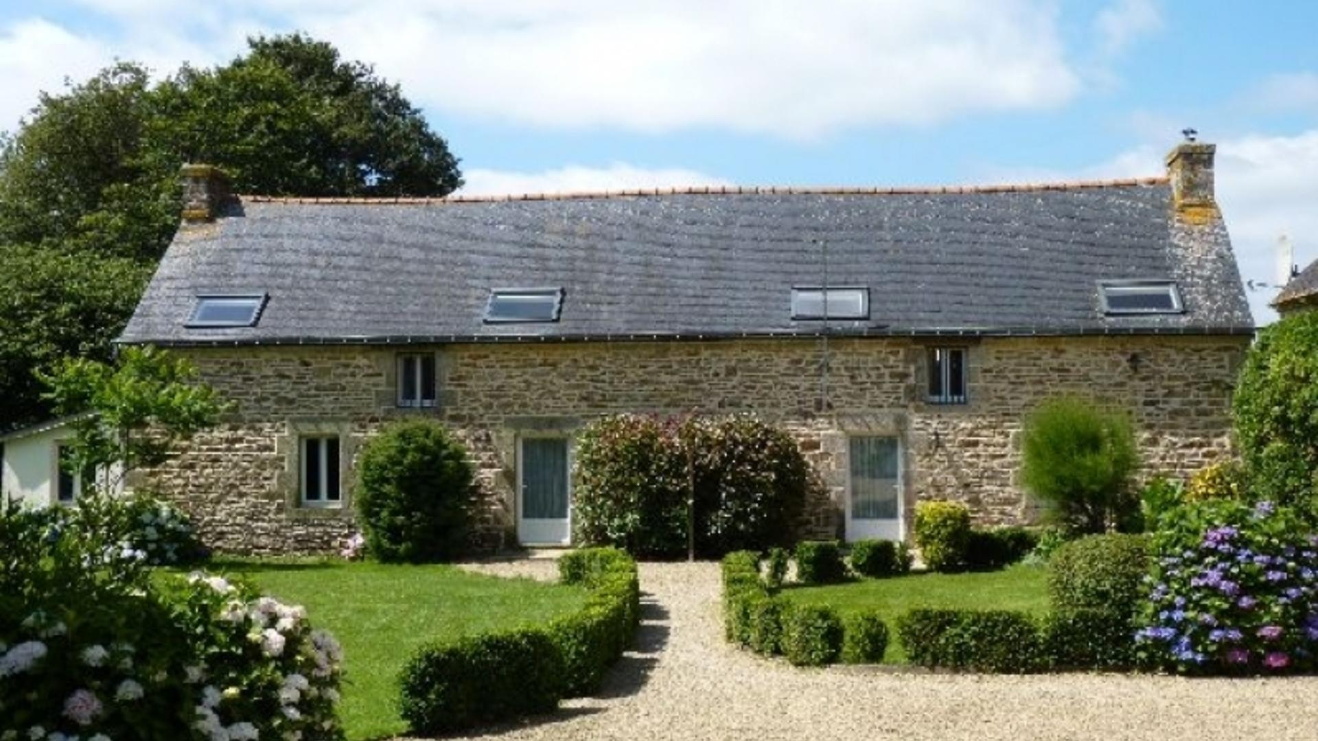3 Bedroom Cottage/shared facilities in Brittany, France