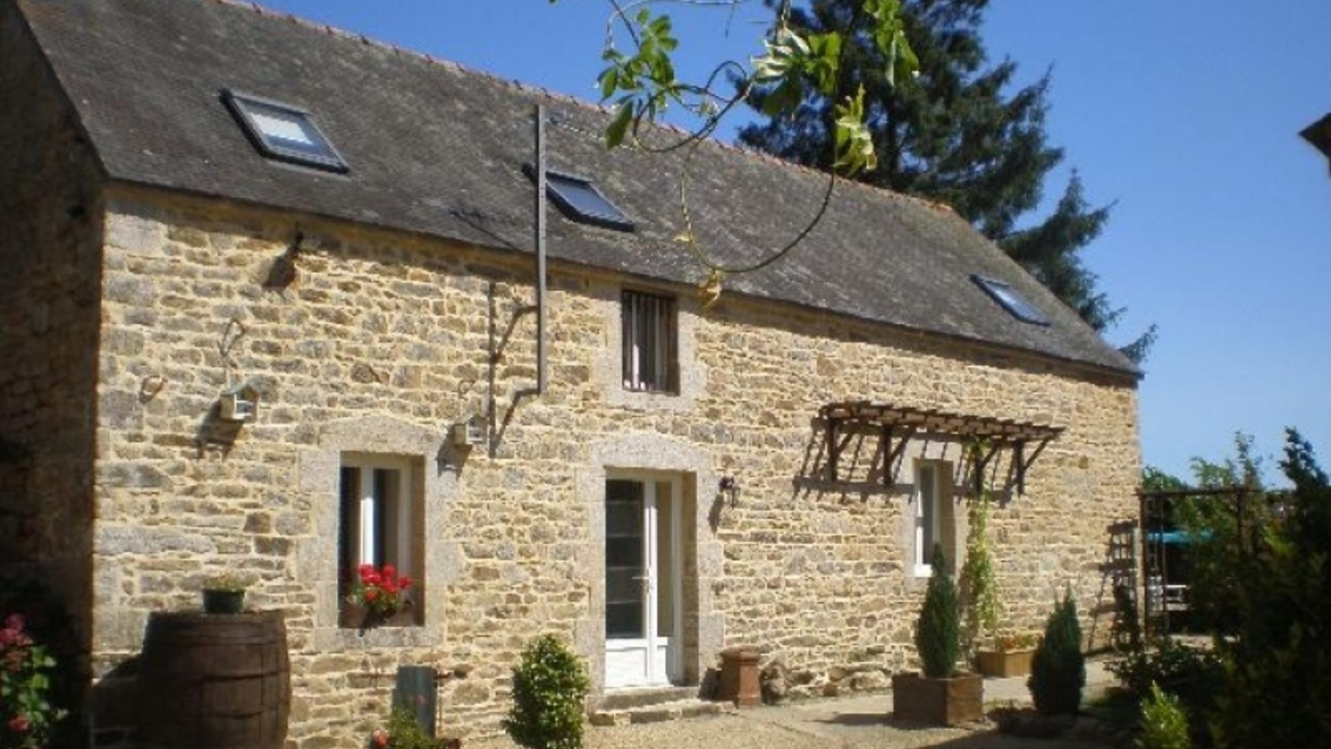 5 Bedroom Private cottage/shared facilities in Brittany, France