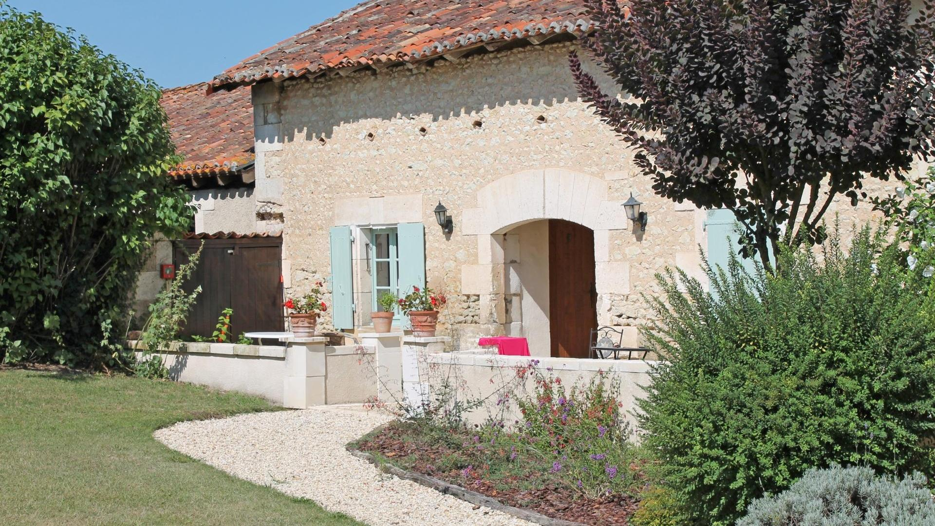 1 Bedroom Private cottage/shared facilities in Poitou-Charentes, France