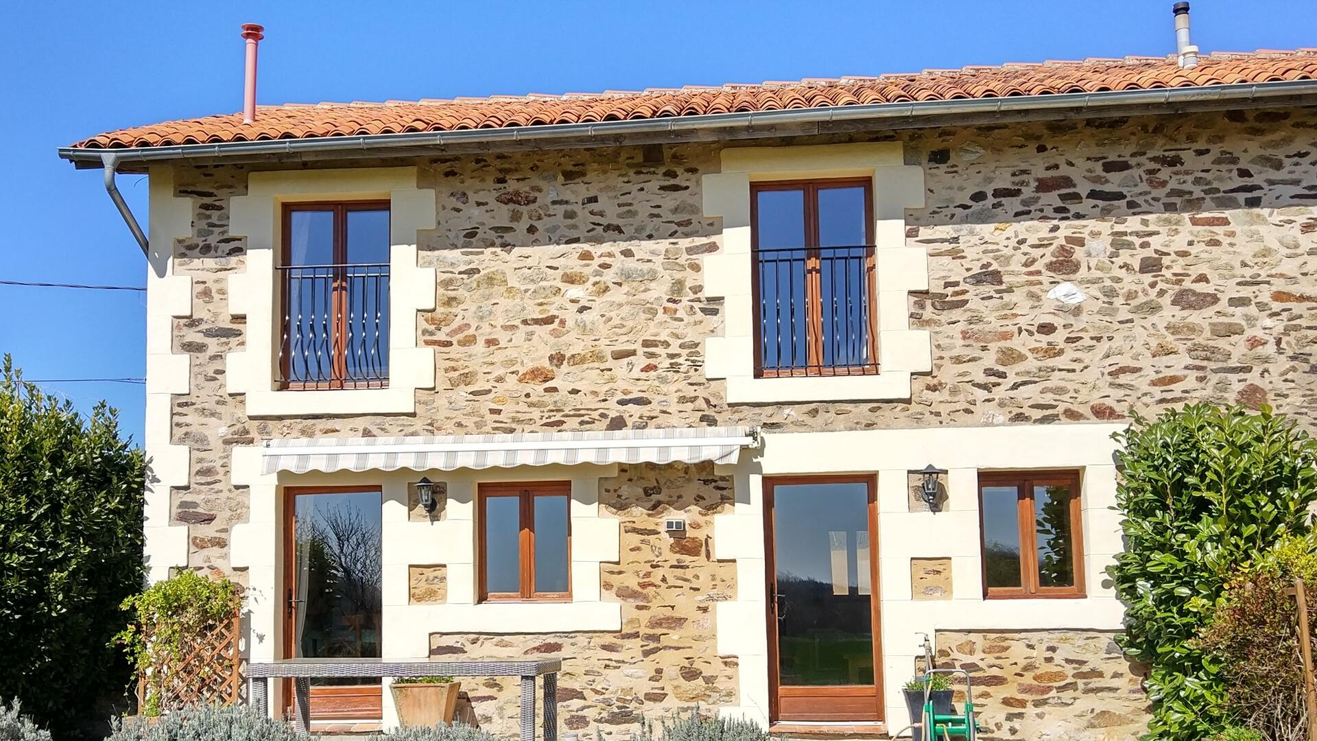 2 Bedroom Private cottage in Poitou-Charentes, France