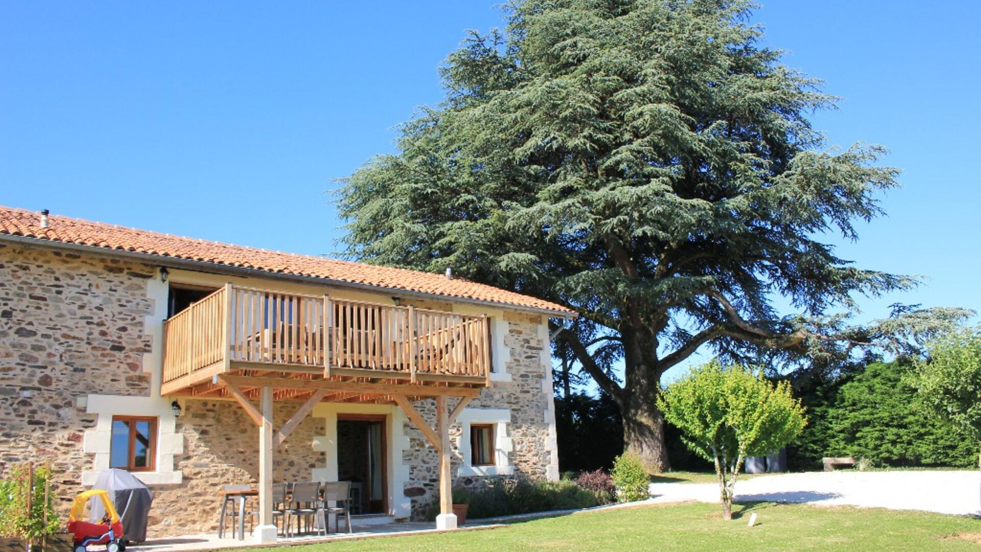 3 Bedroom Cottage/shared grounds in Poitou-Charentes, France