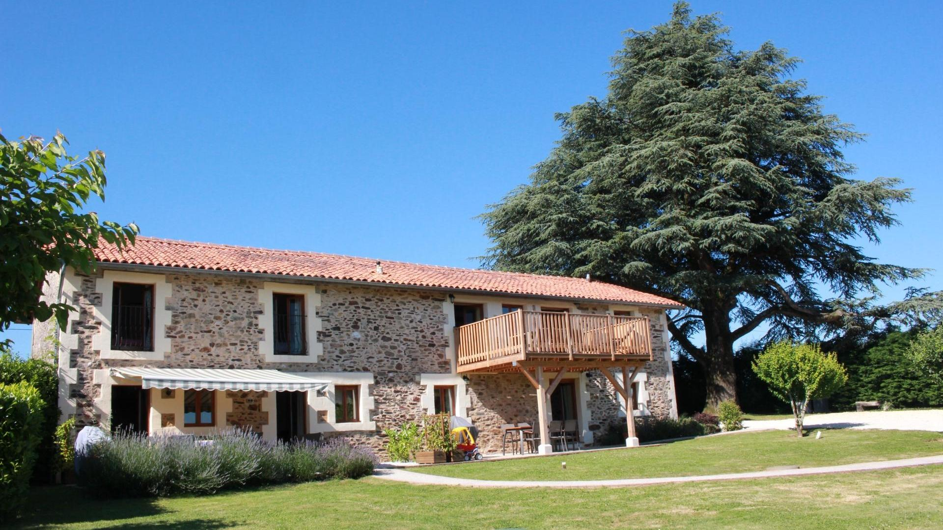 5 Bedroom Cottage/shared grounds in Poitou-Charentes, France