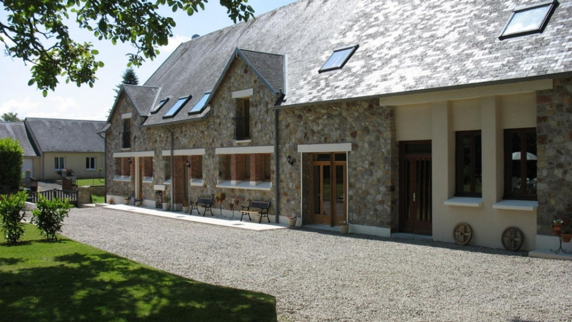 4 Bedroom Cottage/shared grounds in Normandy, France