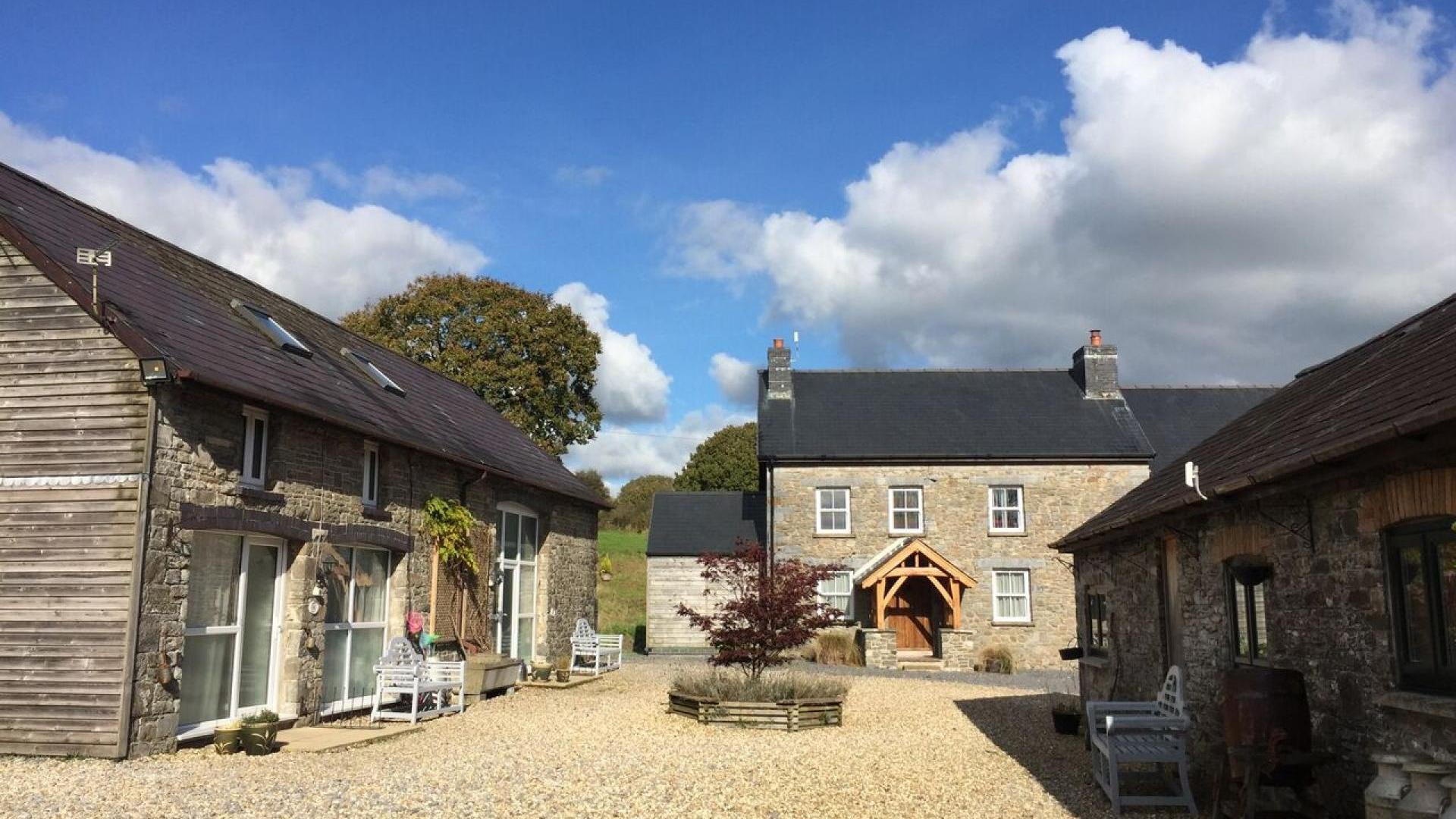 3 Bedroom Cottage/shared grounds in Wales, United Kingdom