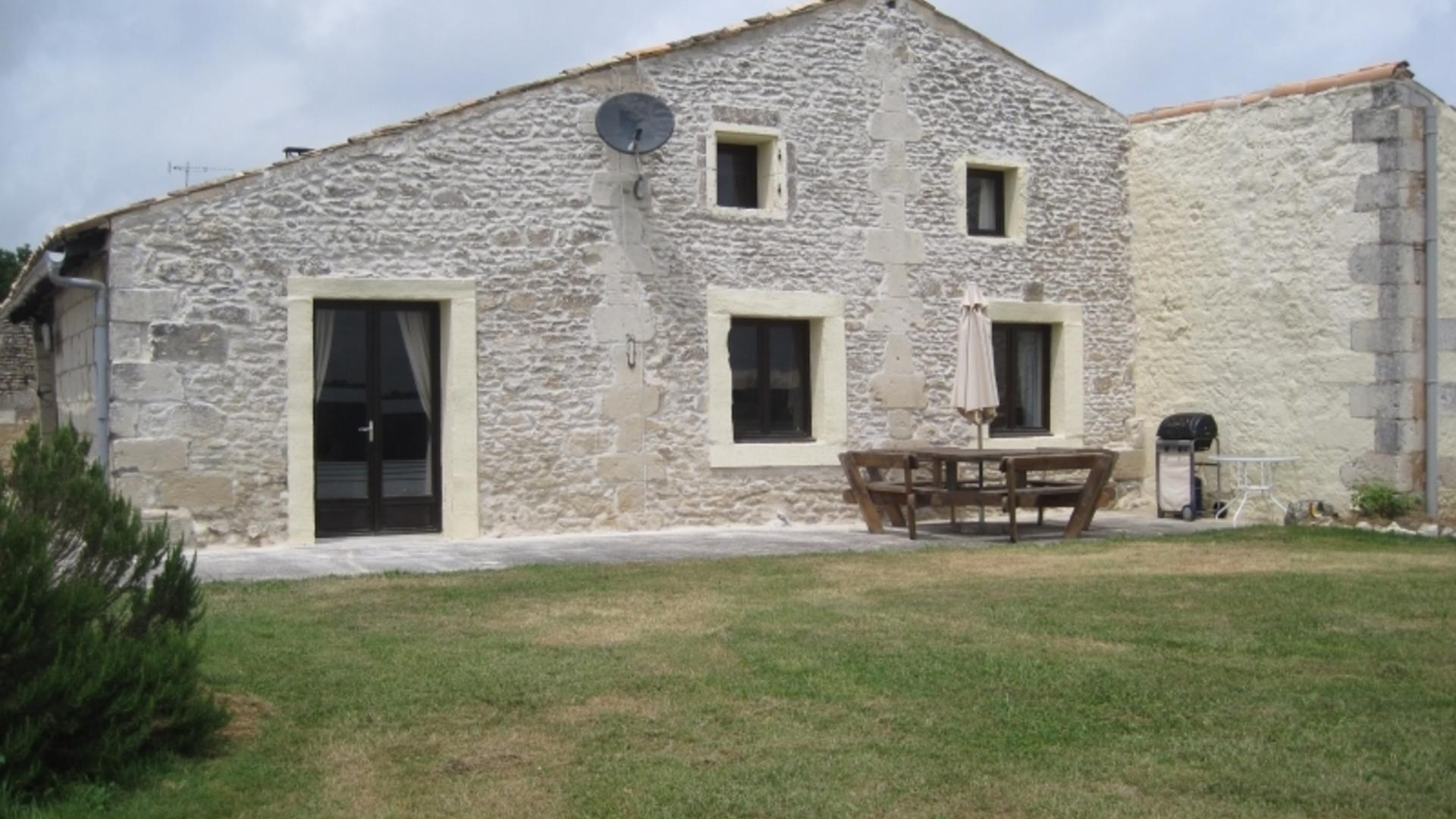 4 Bedroom Private cottage/shared facilities in Poitou-Charentes, France