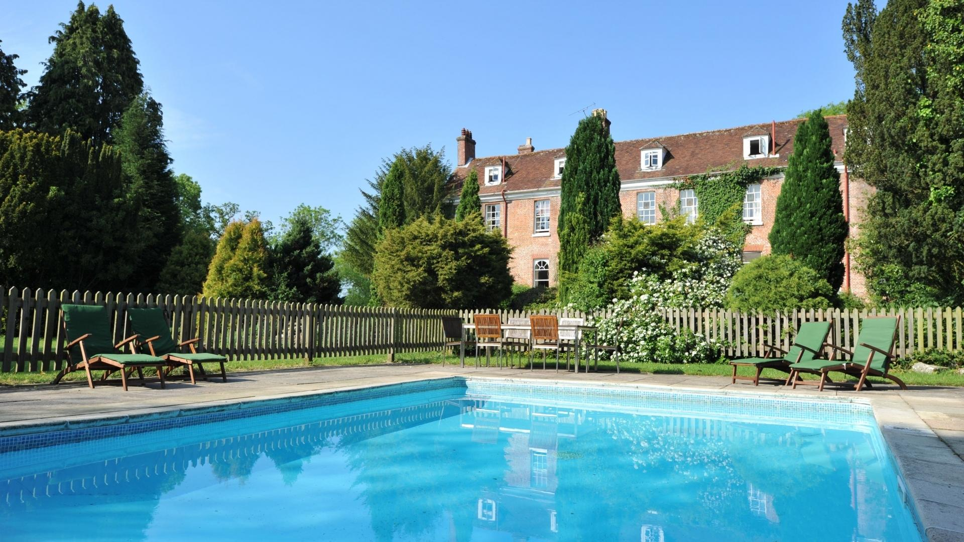 2 Bedroom Family Friendly Hotel in Hampshire, United Kingdom