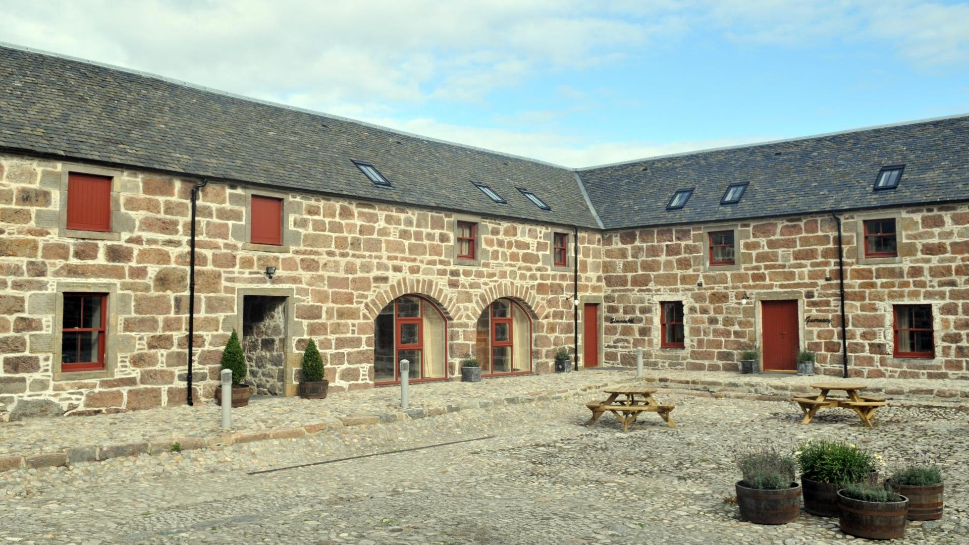 2 Bedroom cottage child friendly in the Highlands near Loch Ness - DRA