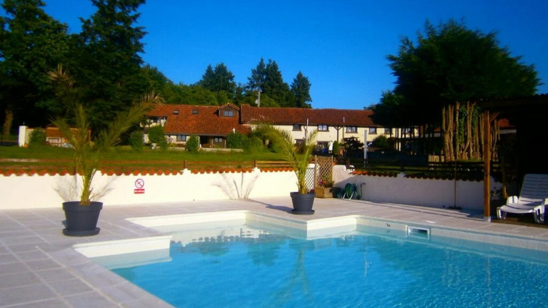 4 Bedroom Cottage/shared facilities in Poitou-Charentes, France