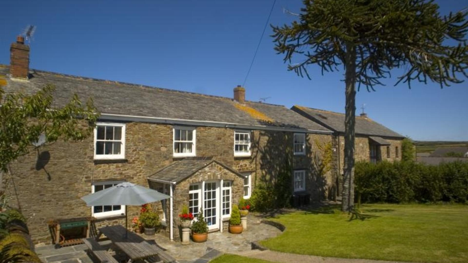 6 bedroom child-friendly farm house bude cornwall