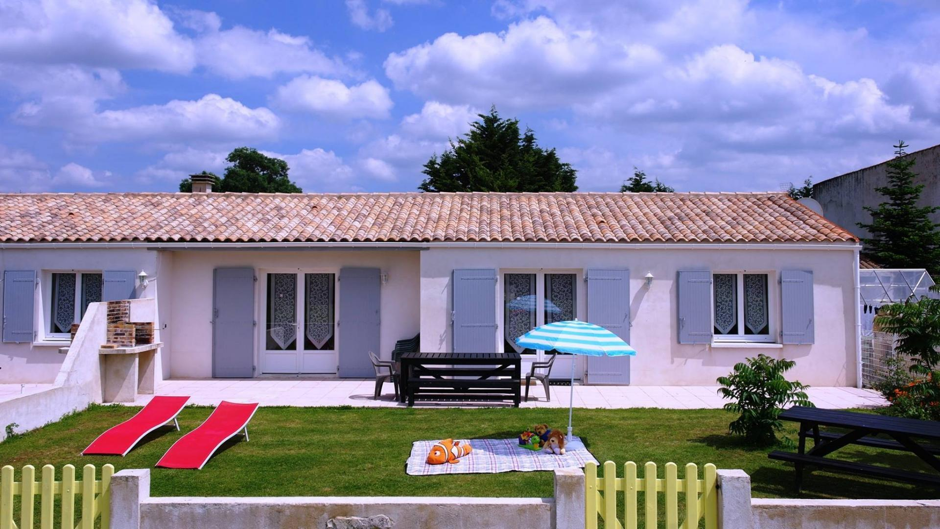 3 bedroom child-friendly holiday cottage near Rochelle France