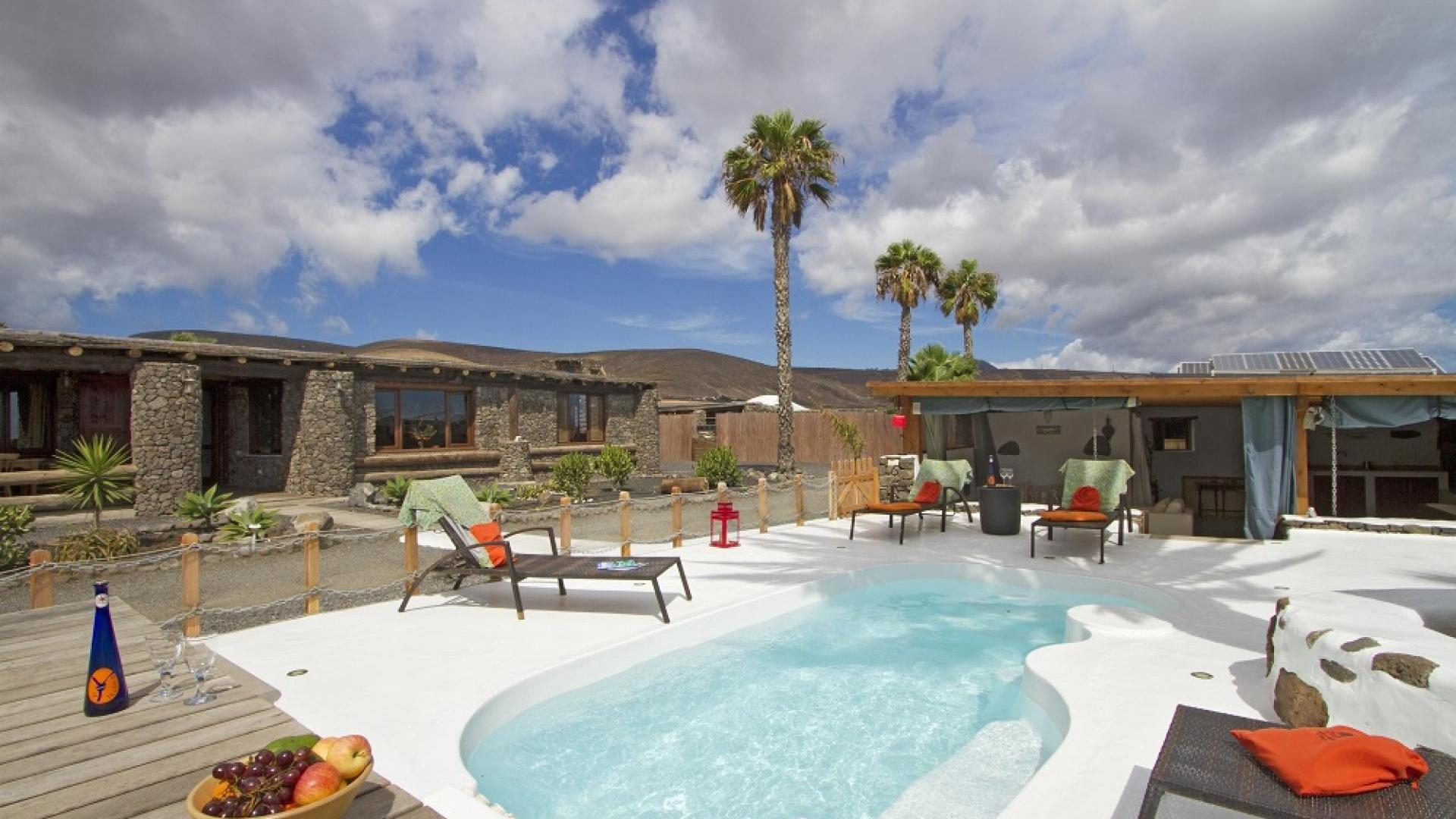 3 bedroom child-friendly luxury holiday home private pool Lanzarote