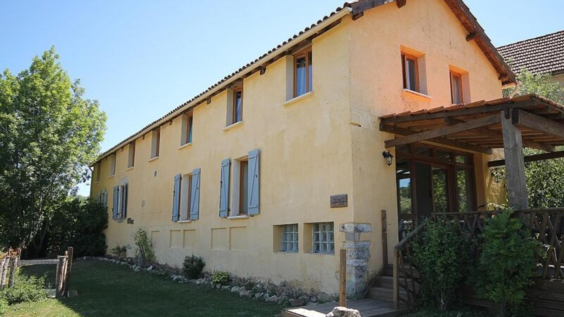 6 Bedroom Cottage/shared facilities in Midi-Pyrenees, France
