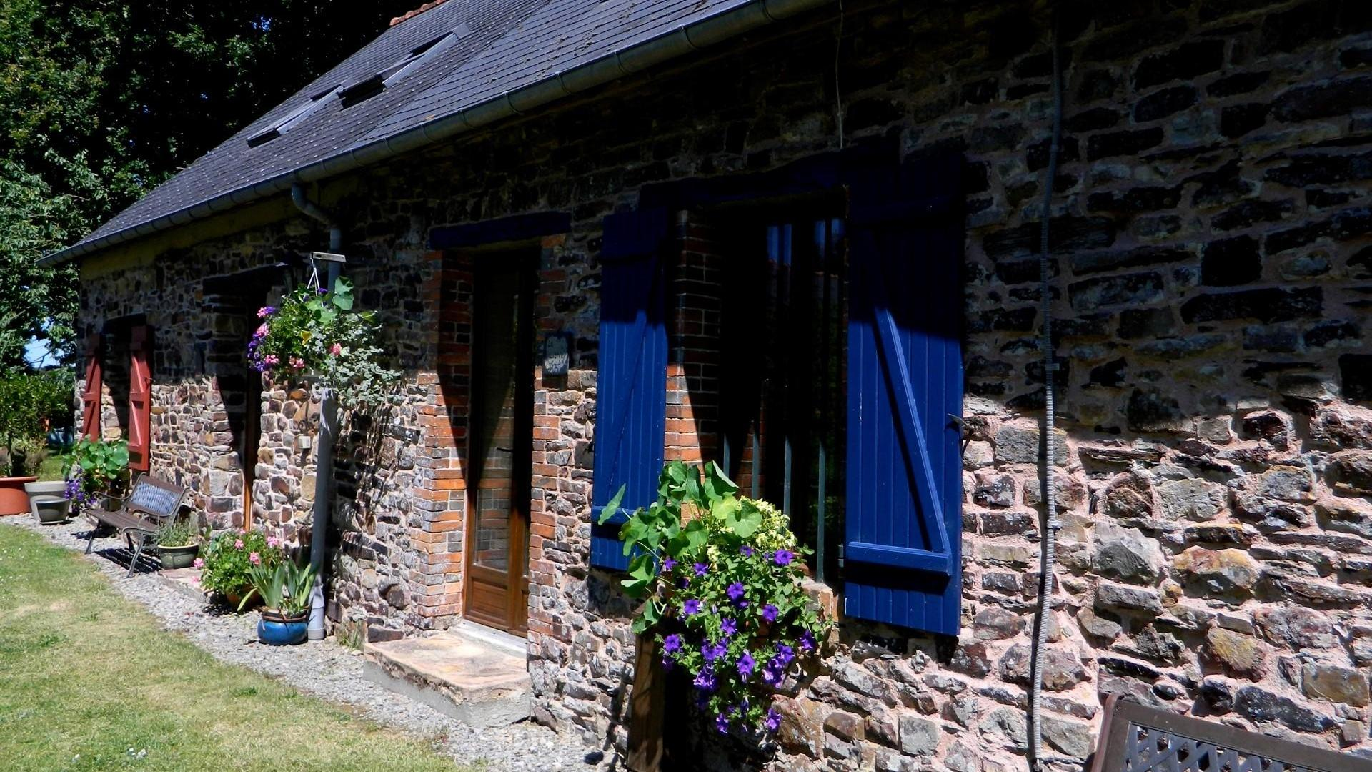2 family-friendly cottages in Brittany ideal for group holidays SJLNLL