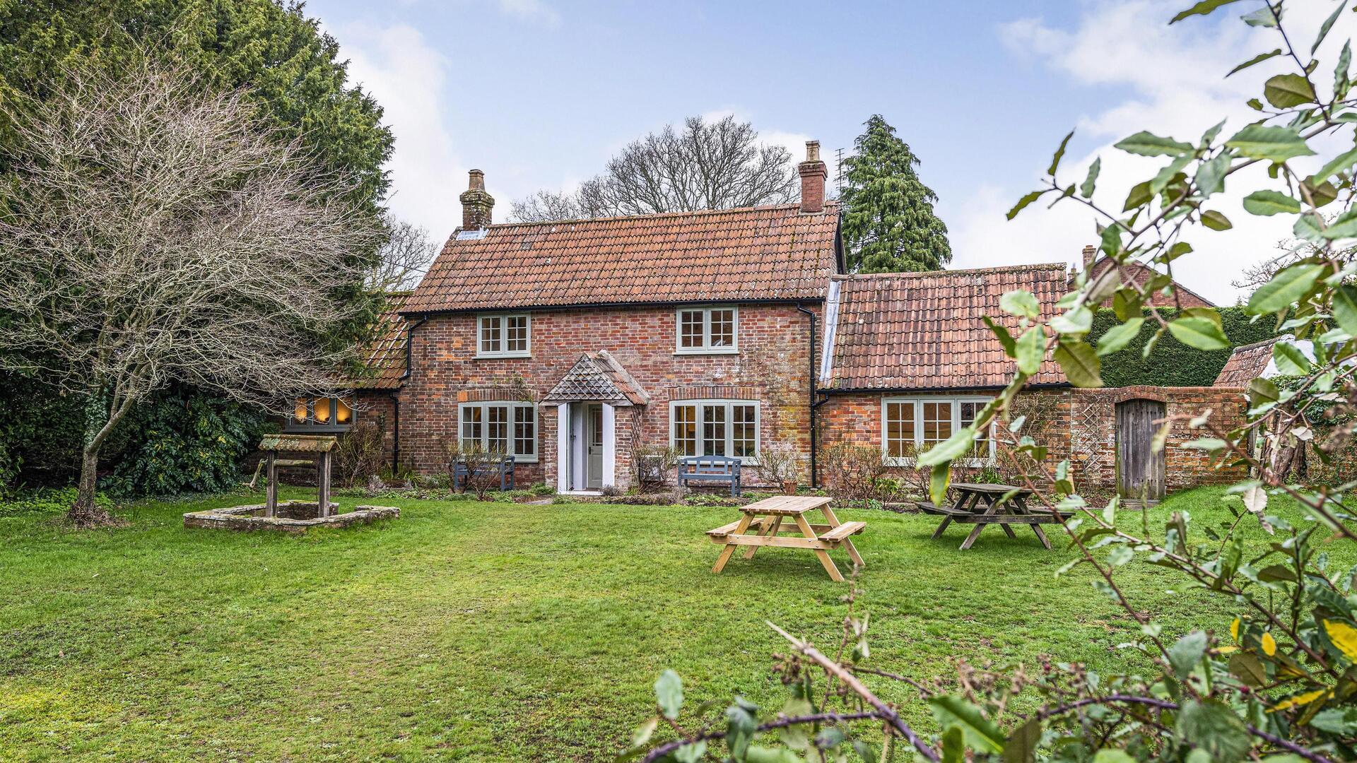 3 Bedroom Cottage in Dorset, United Kingdom