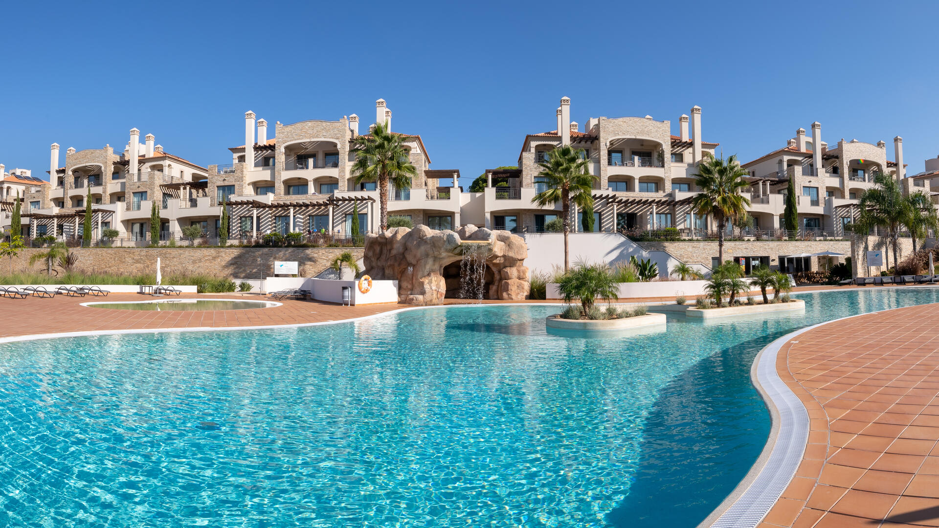 Three-bedroom holiday apartment idea for a family holiday near beaches