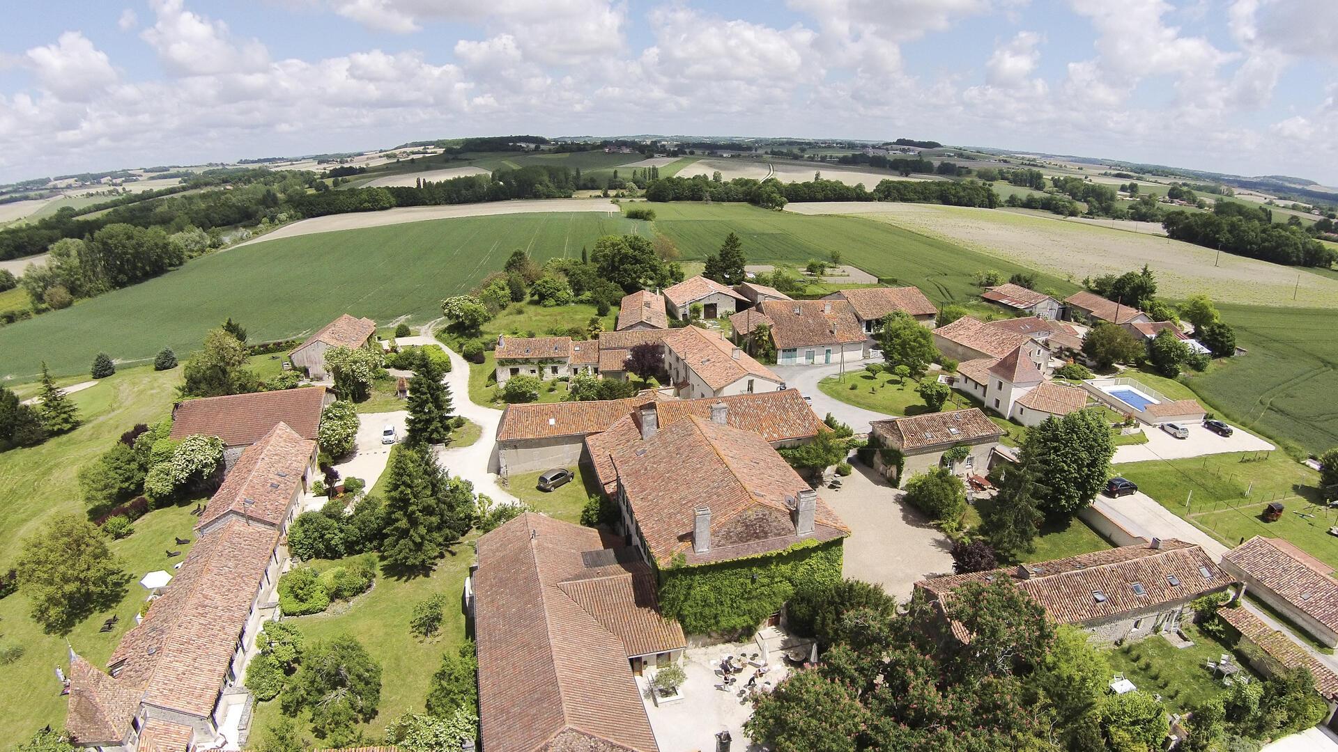 Manir de Longeveau - a luxury family friendly estate.
