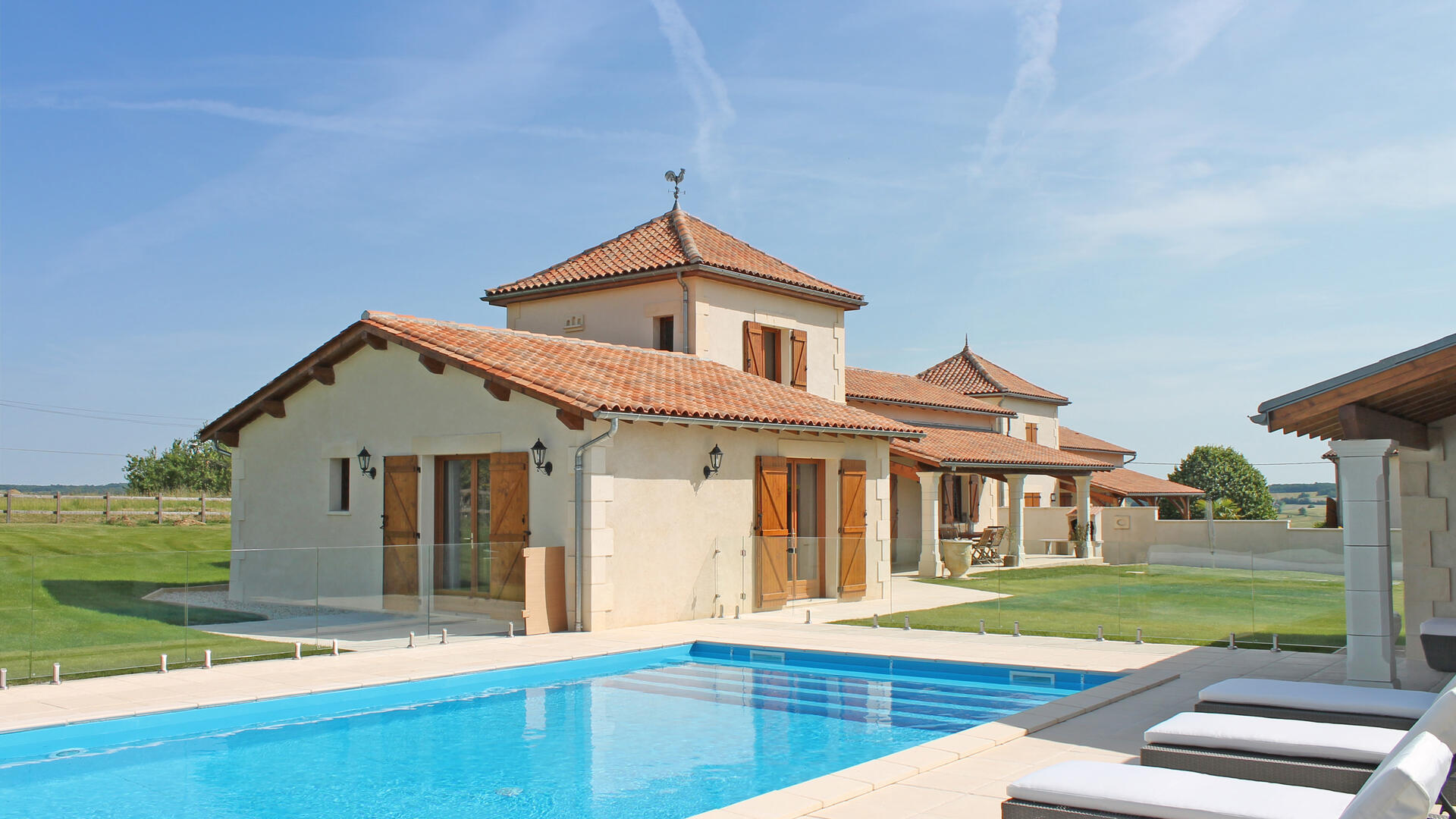 Modern family friendly property with private pool on Longeveau Estate
